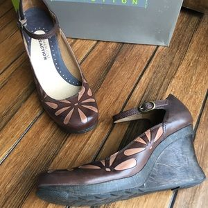 "Kenneth Cole Reaction size 7 wedge heels 3.5"" heel"